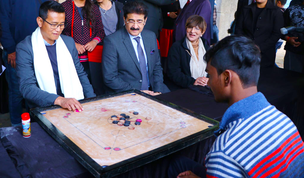 bhaichung-bhutia-at-asb-asian-school-of-business-noida-carrom-competition-athleema-2020